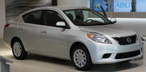 Nissan_Versa_Sedan_N17_1.6SV