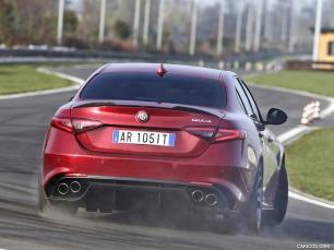 alfa-romeo_quadrofoglio-rear-drifting-driving